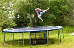 Giv-din-trampolin-et-sommertjek