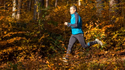 autumn_man_run_forrest_iStock_000022221248Small