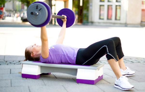 vægtstang-og-stepbænk