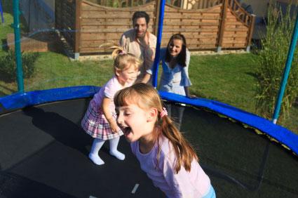 Sikkerhedstjek din trampolin hver sommer - her er 5 råd